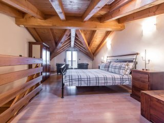 Magnificent views, close to Italian Lakes, Bergamo and Ski Slopes.