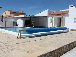 VILLA LOS ANGELES Preciosa villa, piscina privada, 3 dormitorios y gran terreno.