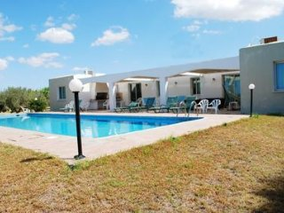 Great Villa in Wonderful area Near the sea (300m). Amazing Huge Pool and Garden
