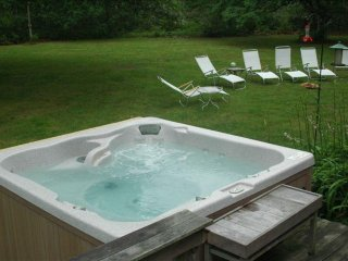 Martha's Vineyard with Hot Tub, Dog friendly