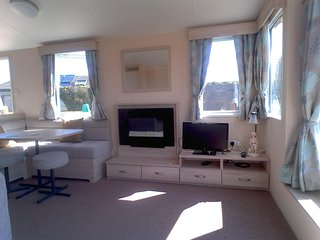 Sunny Living area with tv and dvd player