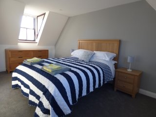 Central Lymington Apartment with Parking