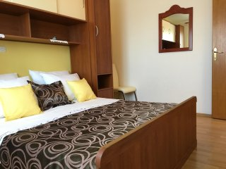 Apartment for 4 in modern Vila