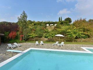 Villa Chiara - Villa with swimming pool and tennis court, spacious garden in