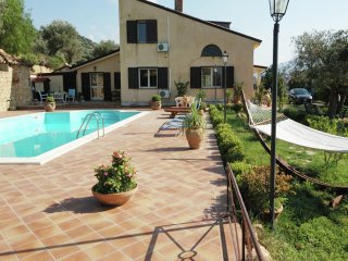 Villa Caterina - Villa with, especially for you included a Sicilian welcome-dinner offered.