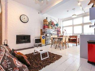 Studio Workshop apartment in Hackney with WiFi.