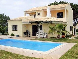 Moradia V3 com piscina nos arredores de Vilamoura