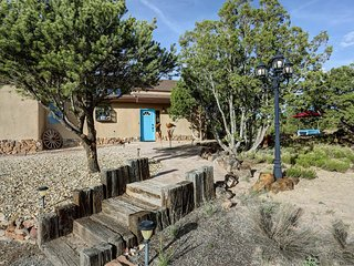 Spacious Family/Group Vacation Home with Hot Tub!, Santa Fe