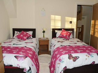 5) Cosy 2 Beds en-suit and kitchennet!
