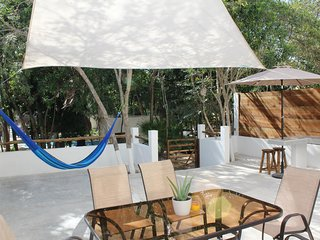 Casa Solymar-4 bdr, 3 bath, pool and outdoor grill.5 min drive to the beach