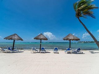 Beachfront Condo great for families - Great Snorkeling, AC, Wifi