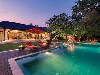Elegant Colonial Style 4 Bedroom Villa, Canggu;
