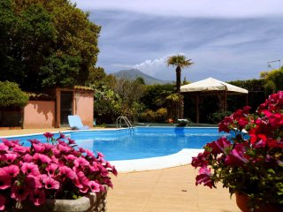 Villa Oasi dell'Etna - Villa with private swimming pool and beautiful garden