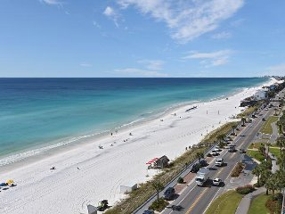 Easy Beach Access from this Two Bedroom Condo Offering Full Gulf Views!
