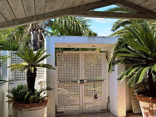 Stylish Private House over the beach , 2 Bedrooms