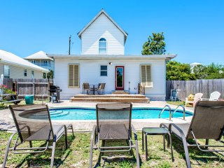 Crystal Cottage-3BR-RealJoy FunPass- PRIVATE Pool- Walk2Bch