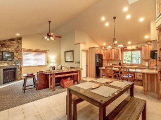 Get Specials at Owen's Outpost! Cozy 2BR+Loft, 2.5BA | Slps 9 | Summer Pool!