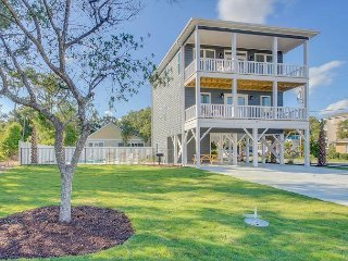 Newly Built 4 bedroom, 3 bathroom, 3rd Row Private House w/Great Ocean Views