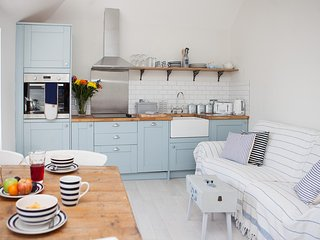 Little Dolly - Central St Ives Contemporary Apartment - Sleeps 4 - Pet Friendly