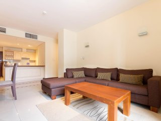 2 room spacious apartment facing Cinnamon Grand hotel
