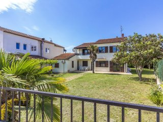 Well Positioned Villa Conto with large garden