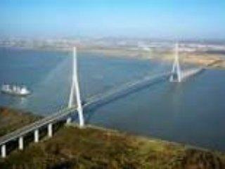 le pont de Normandie  lien direct avec Honfleur(30 mns en voiture du gite)