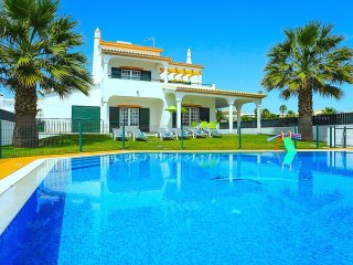 GREAT DISCOUNT  = Villa Ocean, beach front, pool, sea view, air-cond, Albufeira