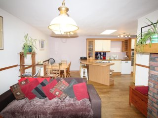 Beautiful 3 bedroom. 5 mins walk to Carraroe Village. Perfect base for exploring