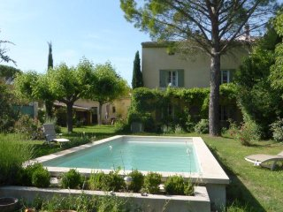 L'Ancolie : independent flat (53 m2) + private access in house + garden & pool