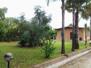 Villetta indipendente per 5 persone con giardino privato a 1 km dalla spiaggia