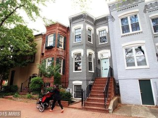Bright Capitol Hill Townhouse (perfect for a young family)