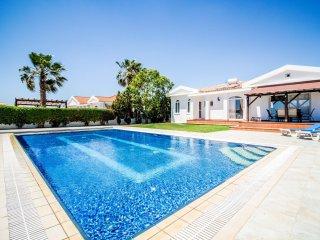 Villa Mia - Ayia Thekla , Luxurious 4 Bedroom villa with private pool