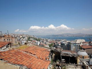 Gorgeous flat with rooftop terrace by Galata