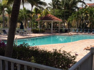Naples Tropical Oasis Water View Condo minutes to gorgeous white sand beaches!