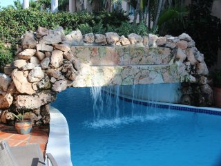 SUMMER SPECIAL $665 a week, 5 star condo 1min to Marriott and Ritz & Palm beach