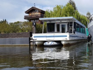 Luxury American Floating Home at Riverscapes