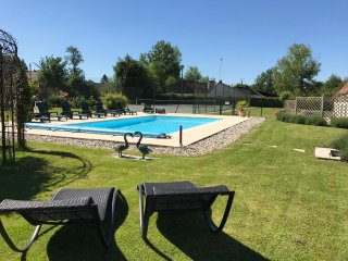 Holiday house with pool and tennis court - 10 mn from Montreuil