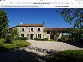 Charming Gascony farmhouse with pool, sleeps 12, pet friendly, near Lectoure.