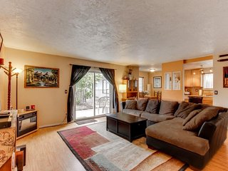 Conveniently located, dog-friendly condo - near downtown, river, Mt. Bachelor!