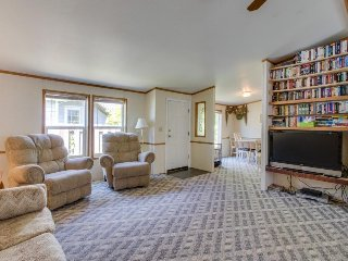 Roomy, family-friendly home w/ outdoor firepit - walk to beach, dogs welcome!