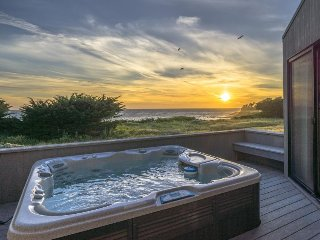 Gorgeous oceanfront home w/ hot tub, decks & shared pools/saunas - 1 dog OK!