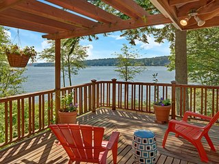 Laid-back Luxury with stunning views on Bainbridge Island! Air conditioned!
