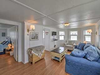 Peaceful Cottage w/Grill - Steps to Matunuck Beach