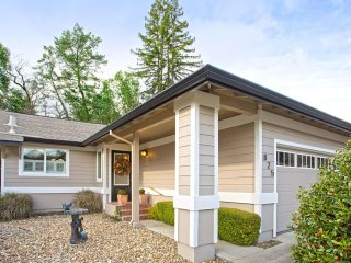 Comfy & Cozy 3-bedroom home in Healdsburg —Perfect for 1+ months