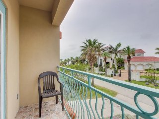 Bayside home w/ magnificent views perfect for sunbathing, kite boarding, & more!