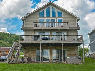 Immaculate 5 Bedroom Lakefront home offers luxurious accomodations!