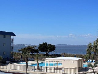 Savannah Beach and Racquet Club Condos - Unit A208 - FREE Wi-Fi - Swimming Pools