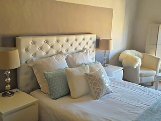 Cosy room in a beautiful XVIe mansion / Aix en Provence historical center