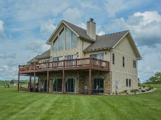 Lots of community amenities, close to area attractions!