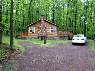 Poconos Log Cabin Vacation Rentals; 1/2 price special for weekends in NOVEMBER
